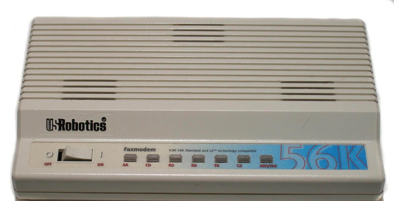 Om man var riktigt modern så hade man ett kombinerat modem för datorn och faxen!